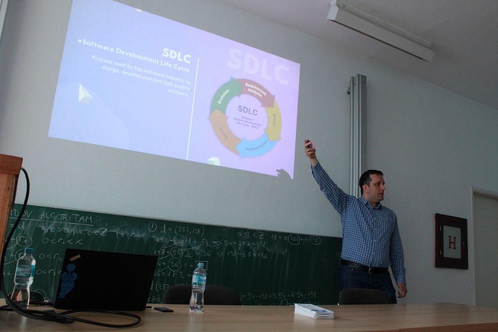 """Održano javno predavanje za studente odsjeka """"Softversko inženjerstvo"""""""